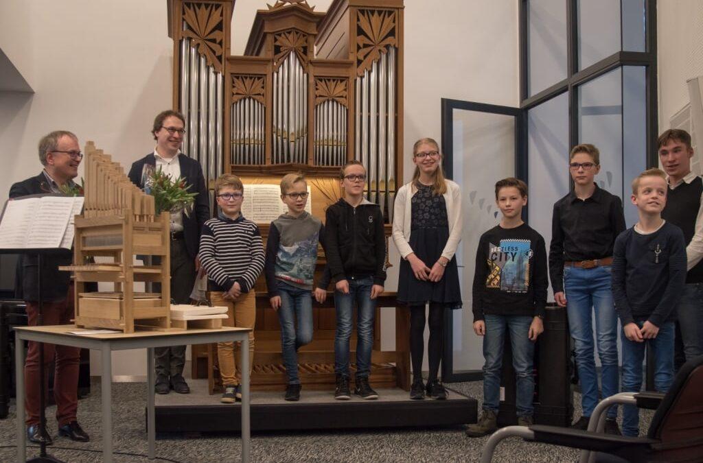 Orgelleerlingen actief bij presentatie Doe-orgel